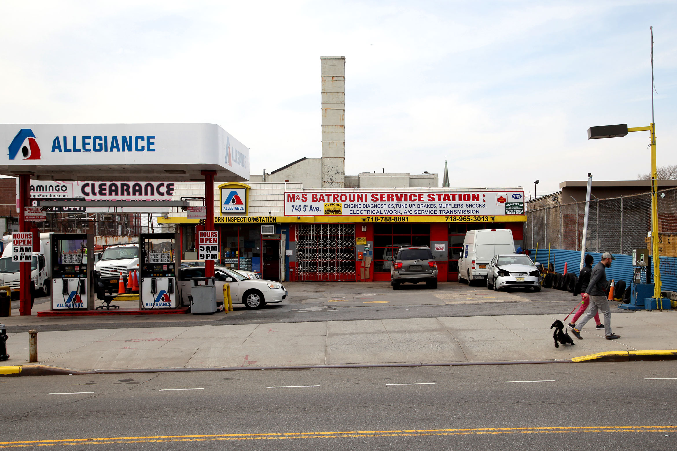 An automotive repair shop opposite Greenwood Cemetery. Photo by Amy Howden-Chapman